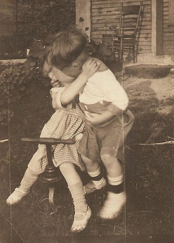 Vintage-First-Kiss-11