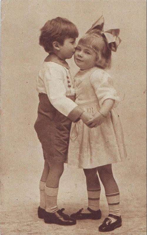 Vintage-First-Kiss-7