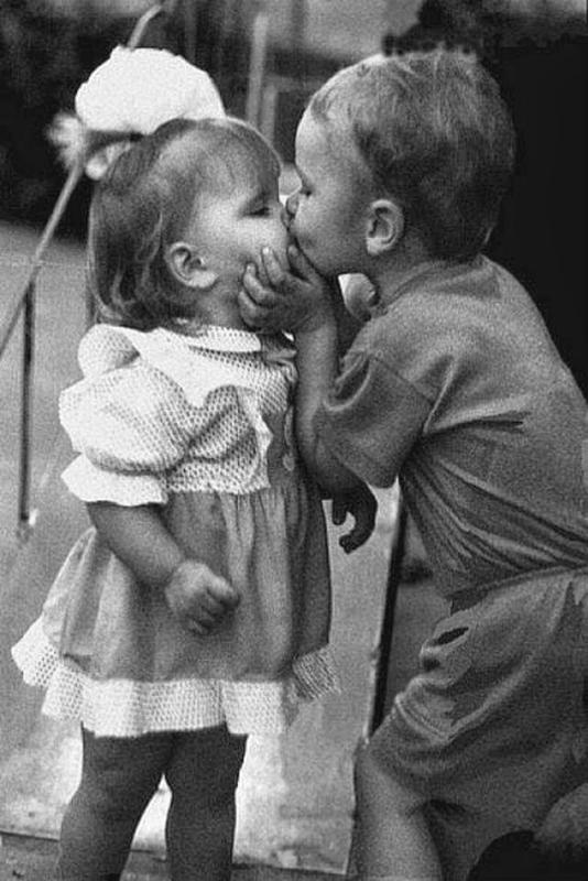 Vintage-First-Kiss-3