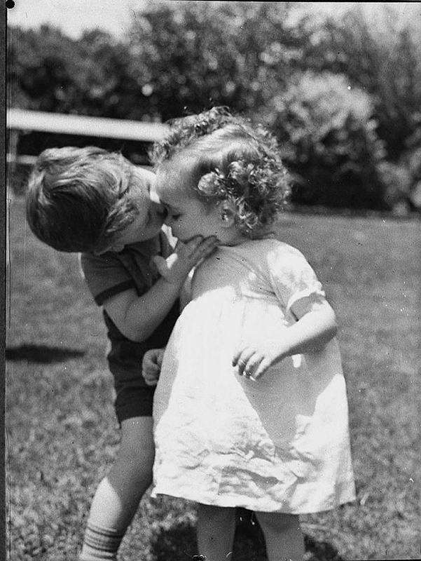 Vintage-First-Kiss-8