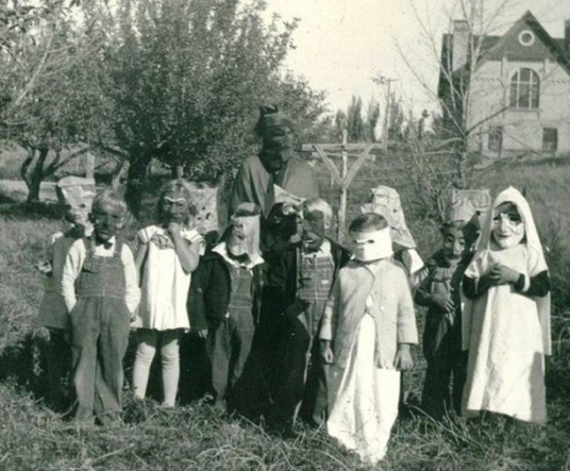 Vintage-Halloween-Photo-21