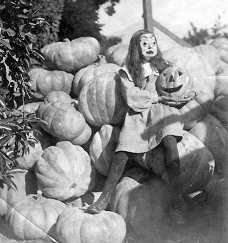 Vintage-Halloween-Photo-29