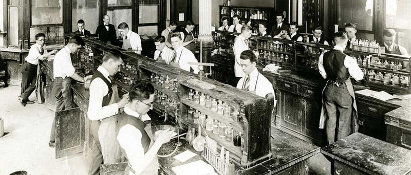 Medical students studying pharmaceuticals at Johns Hopkins University in the early 1900s. Source: (hopkinsmedicine.org)