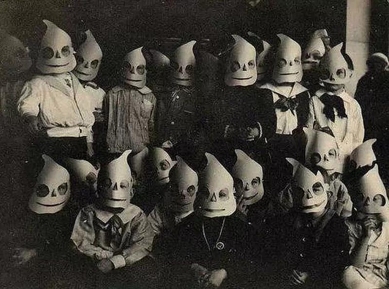 creepy vintage halloween costumes - atchuup (6)