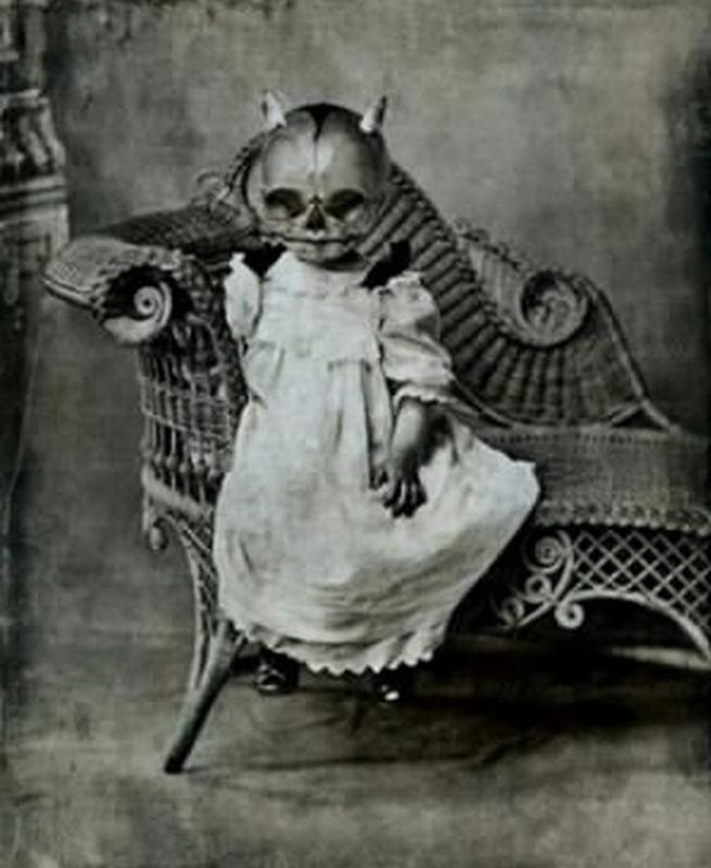 creepy vintage halloween costumes - atchuup (10)