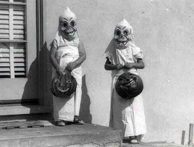 creepy vintage halloween costumes - atchuup (11)