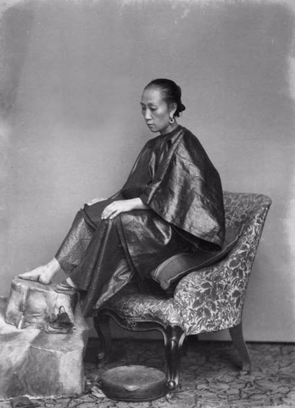 Chinese Women With Bound Feet 15