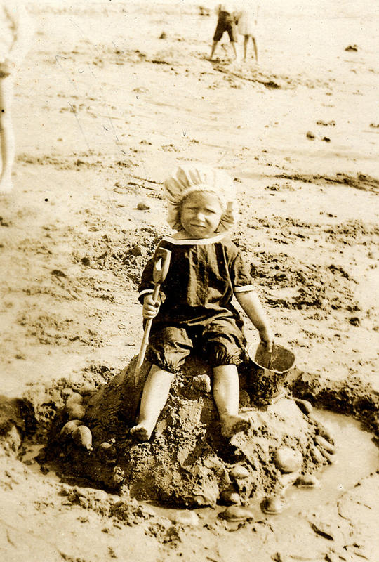 Edwardian Children at Beach 19