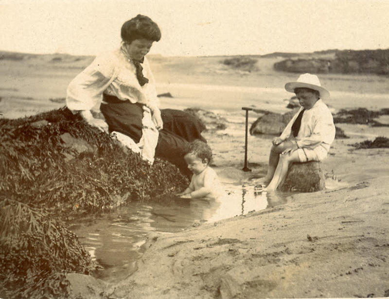 Edwardian Children at Beach 25