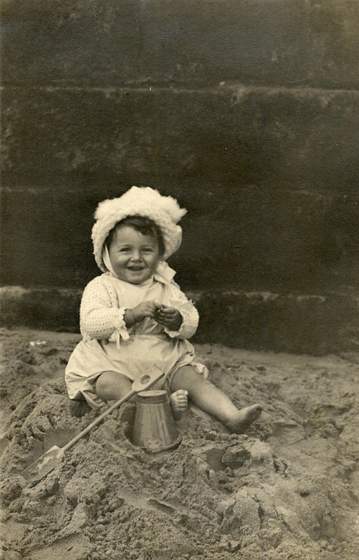 Edwardian Children at Beach 23
