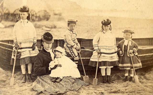 Edwardian Children at Beach 29