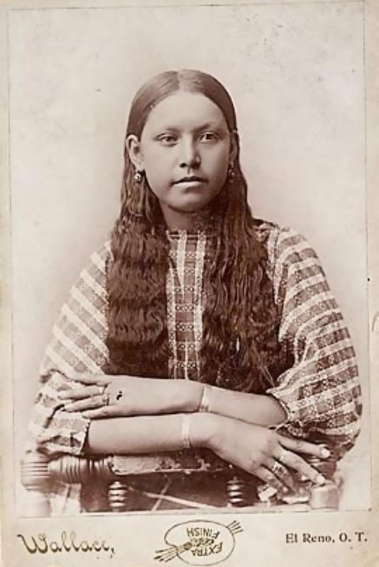 native-american-girls-portraits-24