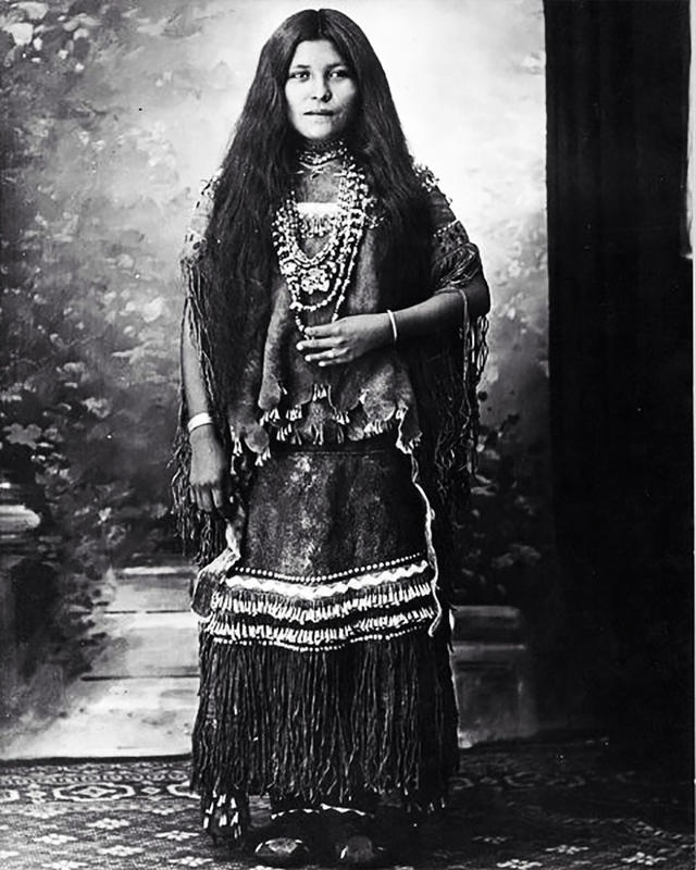 native-american-girls-portraits-19