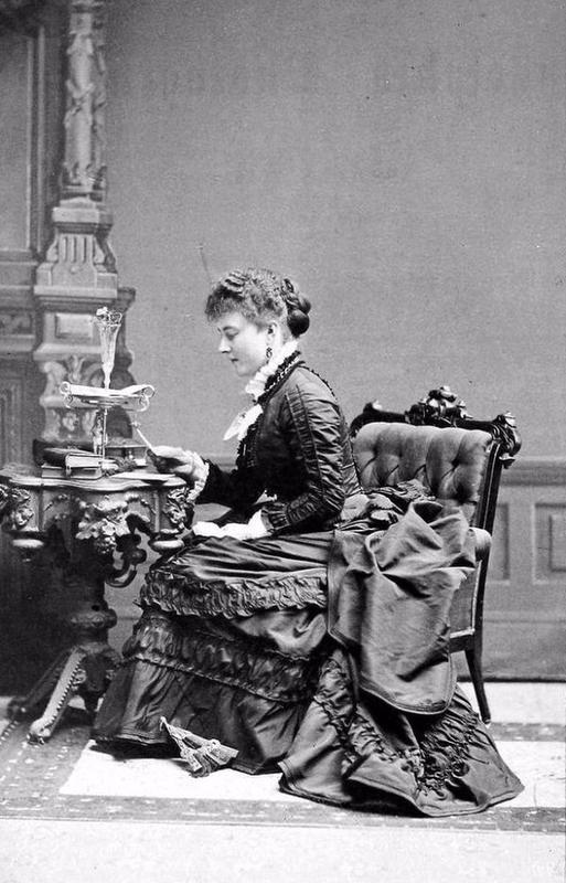 victorian-girls-and-their-books-3
