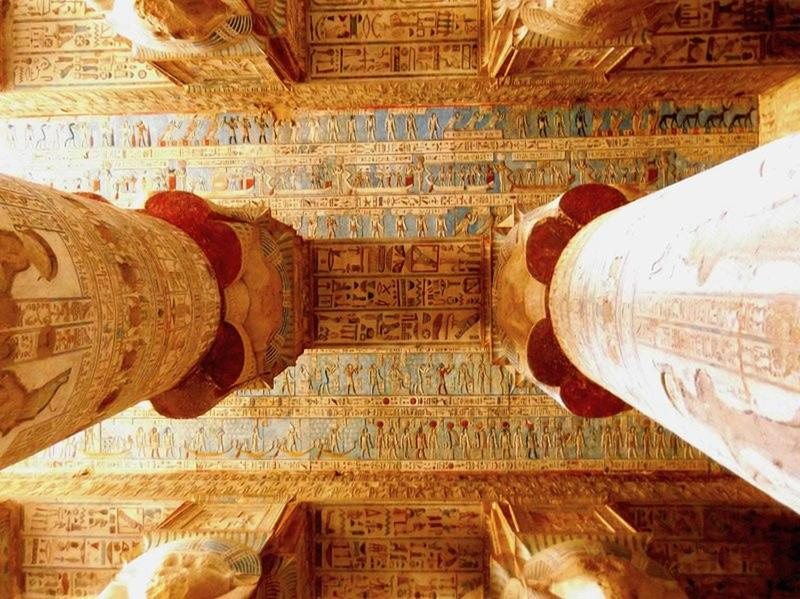 painted-ceiling-of-hathor-temple-egypt