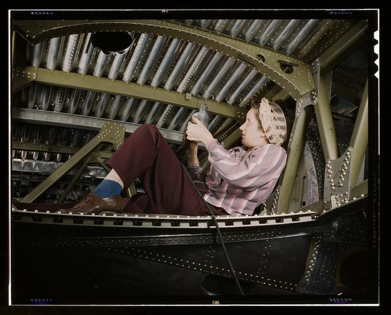 women-douglas-aircraft-9