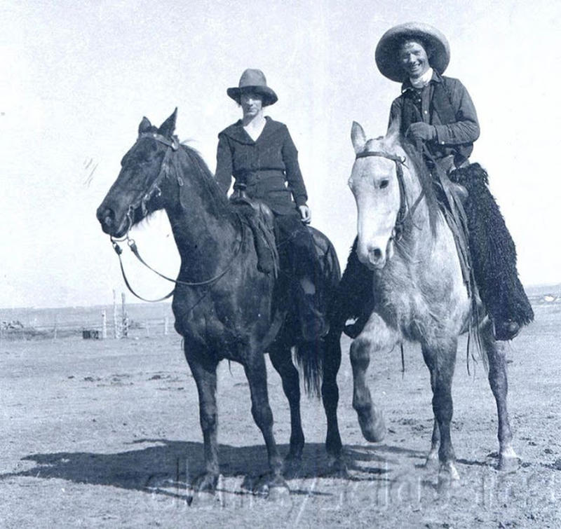 Cowgirls in the early 20th century (19)
