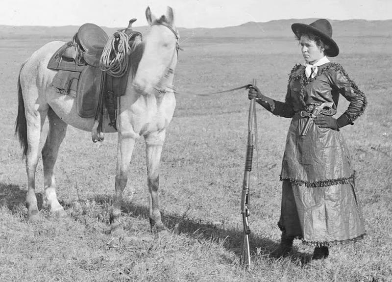 Cowgirls in the early 20th century (11)