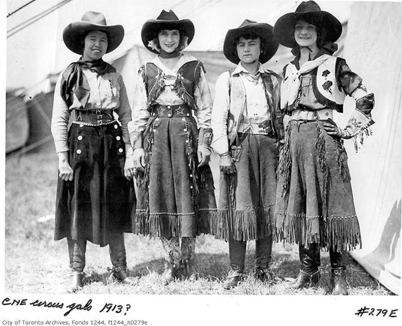 Cowgirls in the early 20th century (4)