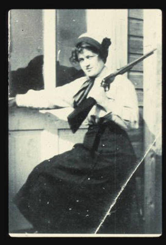 Cowgirls in the early 20th century (15)