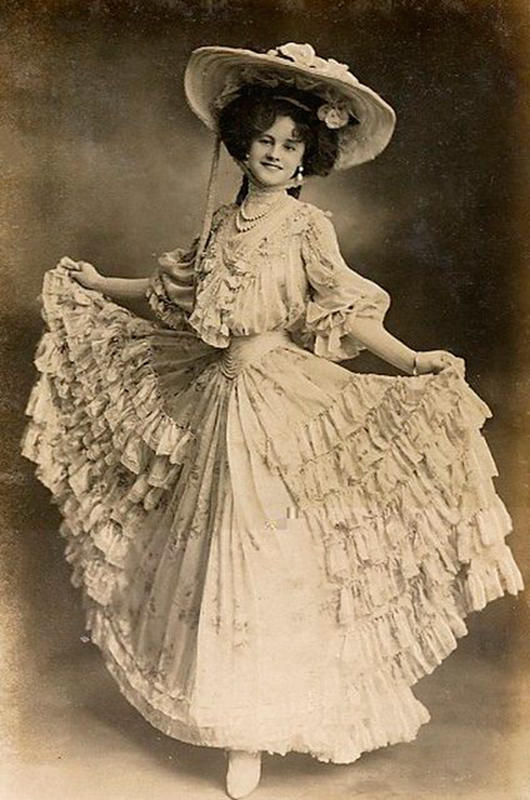 Victorian-Women-Fashion-17