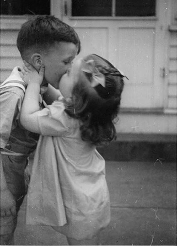 Vintage-First-Kiss-12