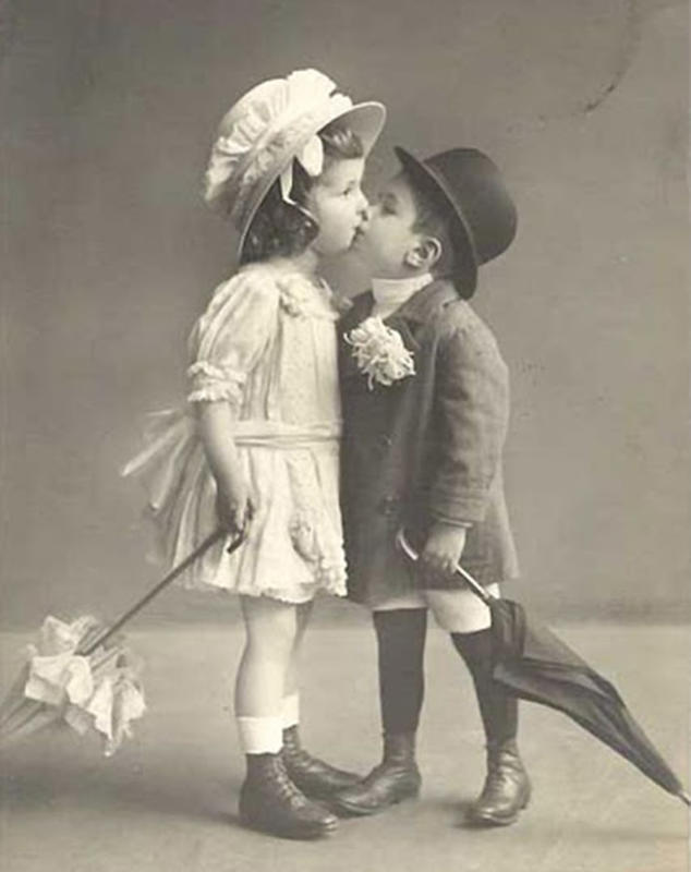 Vintage-First-Kiss-10