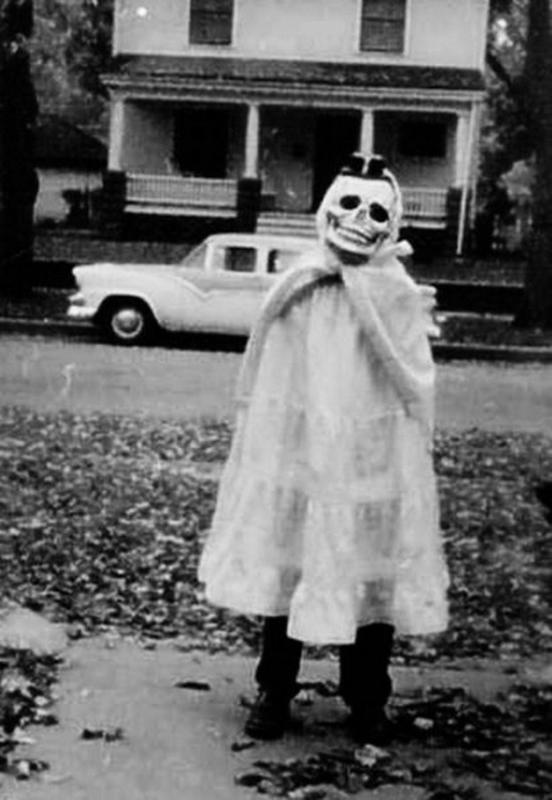 30 Creepy Vintage Halloween Costumes From The Early 1900s