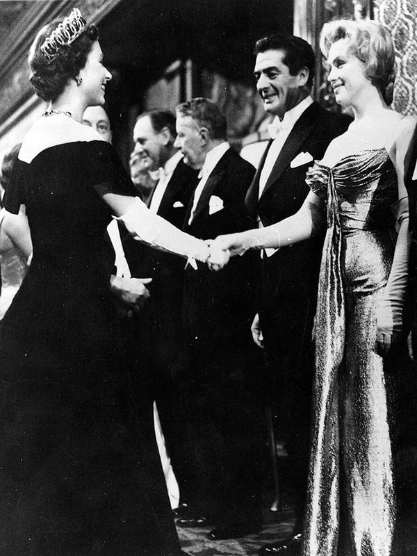 queen-elizabeth-and-manilyn-monroe